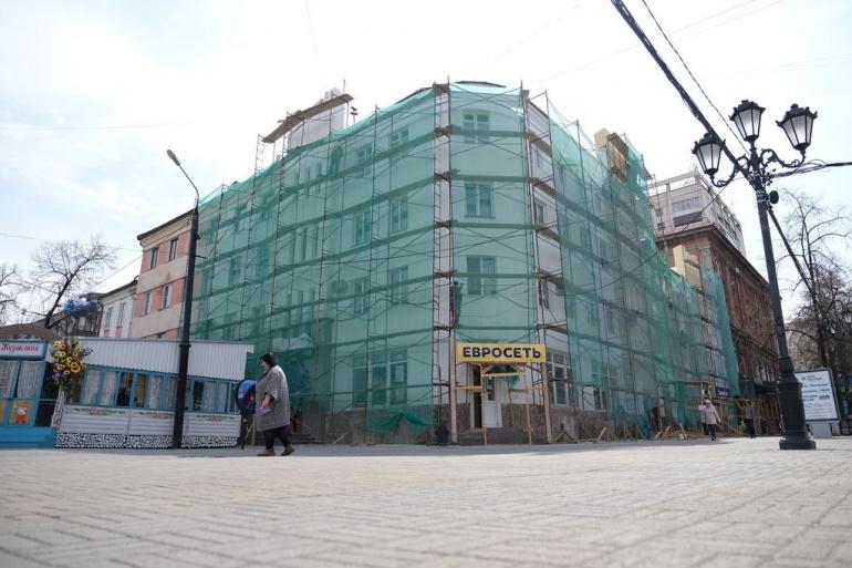 На Кировке красят фасады